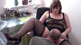 British Milf performs on webcam