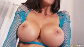 Italian babe in fishnets Gia Dimarco learns to squirt