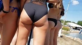 Candid hottie juicy ass omg2!!!